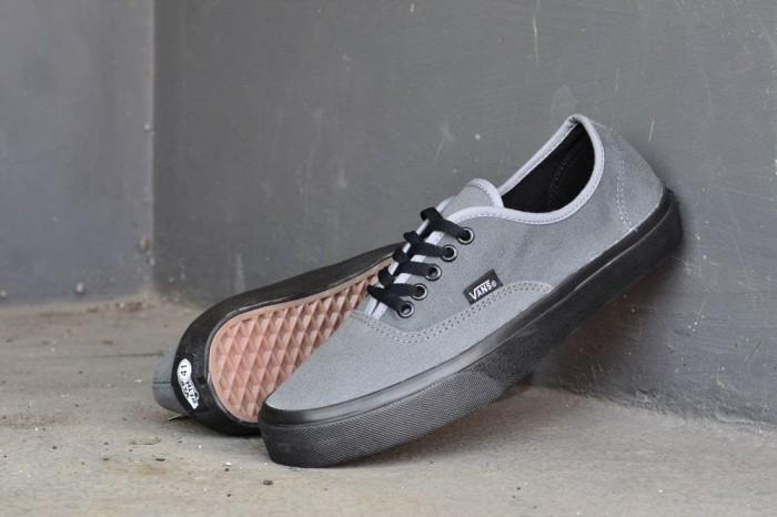 2b2305191542a5 harga Sepatu vans authentic pria casual sneaker santai sekolah kets abu  grey Tokopedia .