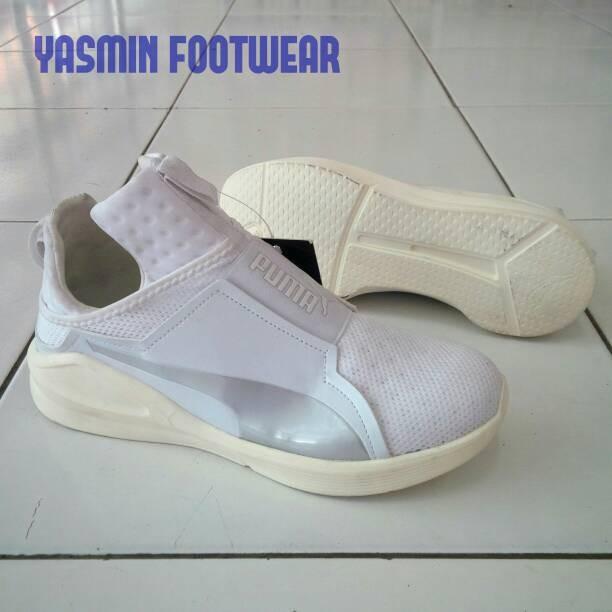 ... harga Sepatu santai puma fenty trainer. sepatu sekolah hitam putih polos.  Tokopedia.com b687fa196c