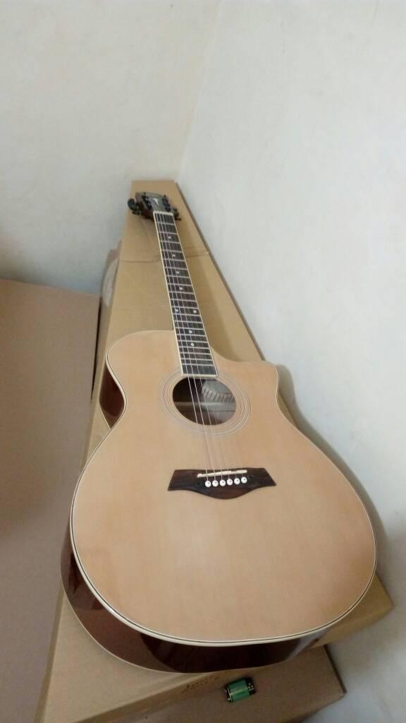 Gitar Akustik Taylor natural siprus