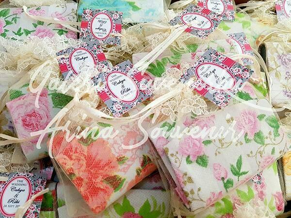 Foto Produk Souvenir Pernikahan Dompet Koin Shabby kemas Tile Lengkap dari Rumah Alena