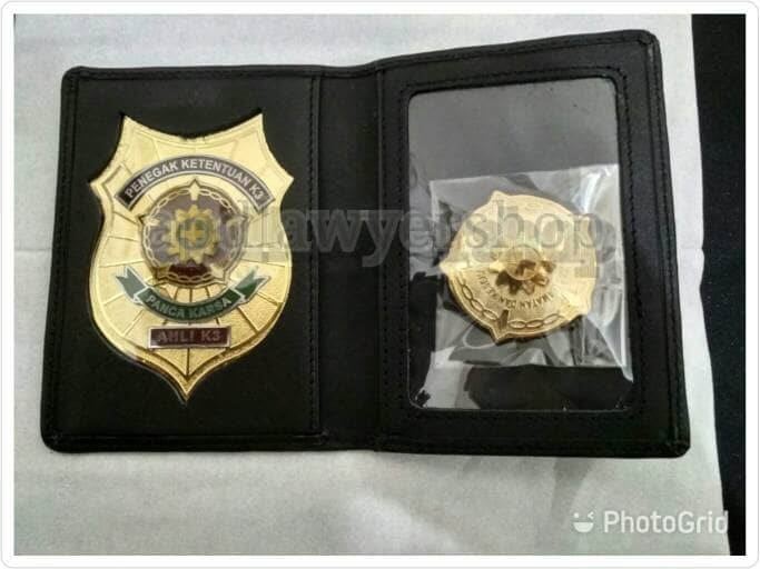 harga Dompet name tag id card lencana pin bross kta k3 kwalitas bagus Tokopedia.com