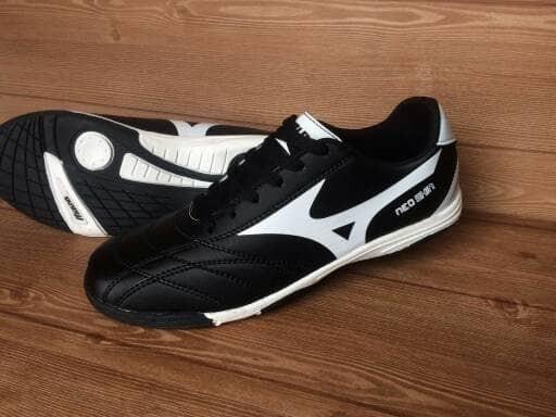 Jual sepatu futsal Mizuno hitam list putih 2017 - Jersrey Online ... fd90a11b07