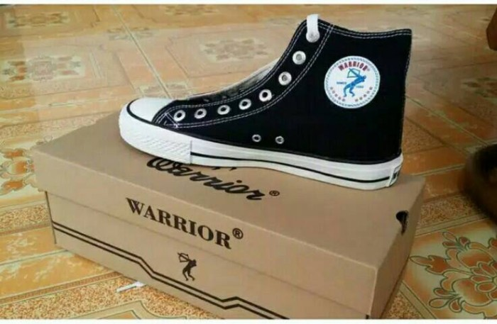harga Sepatu sekolah warrior hi black/white Tokopedia.com
