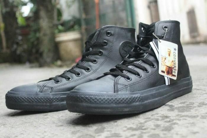 Jual Sepatu Converse Kulit Full Black High Top   Converse Kulit ... be6a6223d