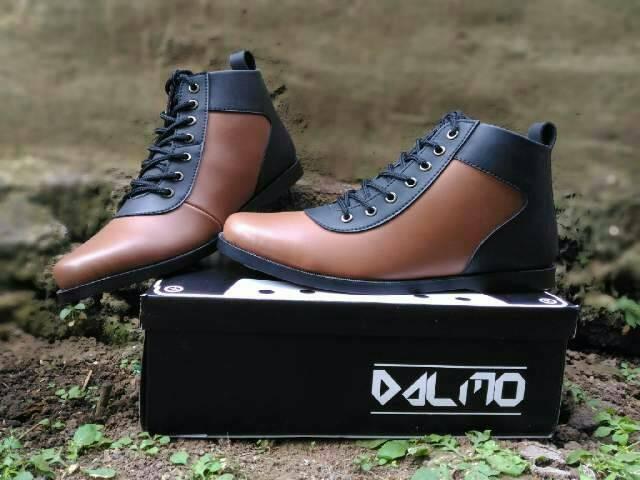 harga Sepatu dalmo cowboy original black brown (free kaos kaki) Tokopedia.com