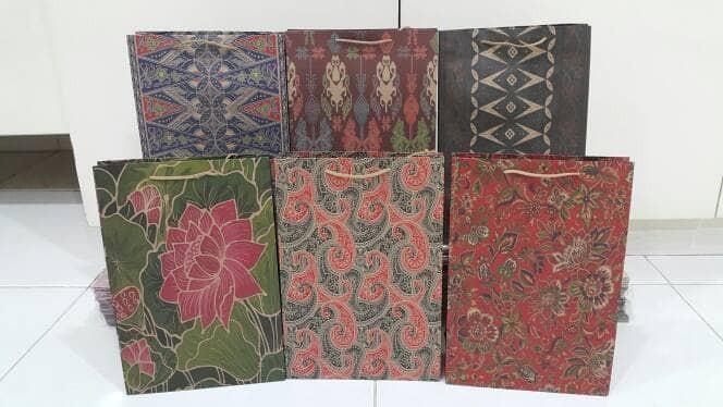 harga Paperbag batik tas kertas batik mc uk. 20x30x7cm jual per 12pc Tokopedia.com