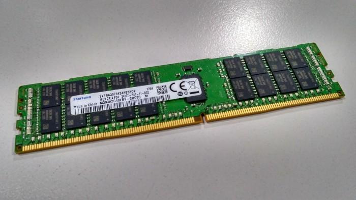 Memory Samsung PC2400T 16 GB M393A2G40EB1-CRC0Q