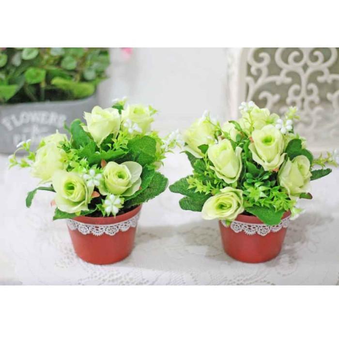 harga 1 set isi 2 bunga plastik hias artificial mawar rose + vas shabby b5 Tokopedia.com
