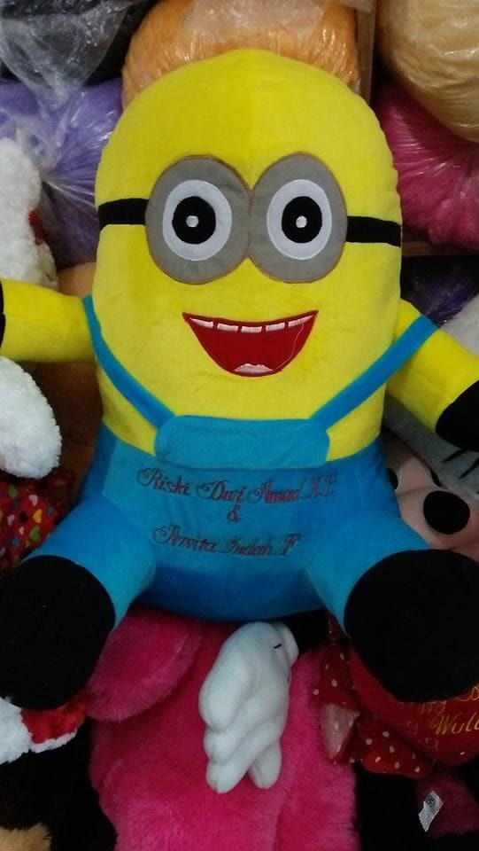 Foto Produk Boneka minion jumbo ukir nama nempel baju dari NN BONEKAKU