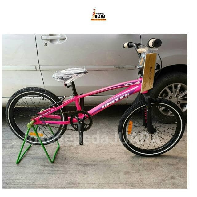 SEPEDA UNITED REV RACE BMX 20 INCH ALLOY FRAME FREESTYLE PINK STABILLO