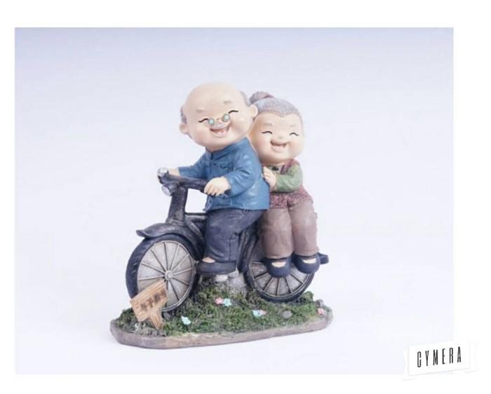 harga Pajangan patung kakek nenek sepeda Tokopedia.com