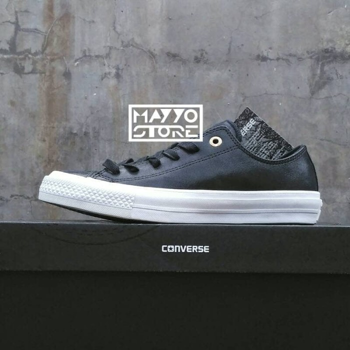 Jual Sepatu Converse Chuck Taylor All Star OX Leather Black White ... a2fff99c66