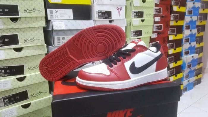 Jual sepatu basket air jordan 1 chicago cek harga di PriceArea.com 3b914e8d3d