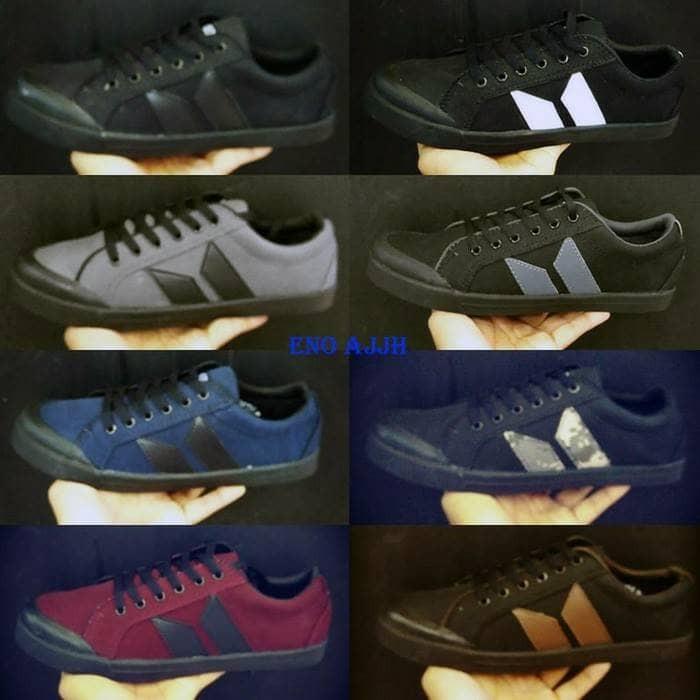 harga Macbeth sneakers size 39 - 43 #sepatu sekolah kuliah full black hitam Tokopedia.com