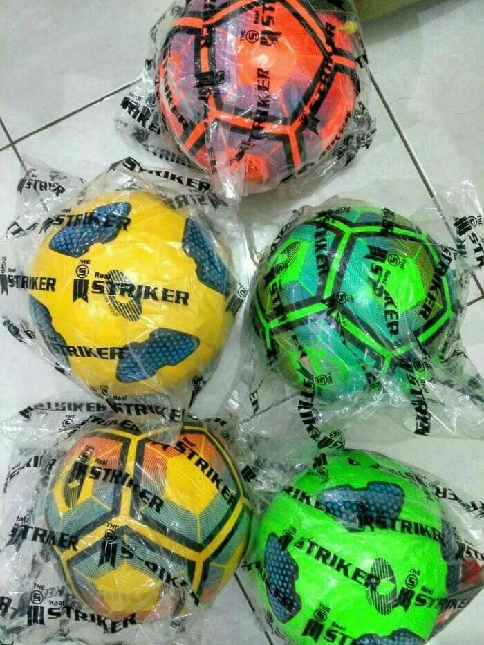 harga Bola futsal original merk striker Tokopedia.com
