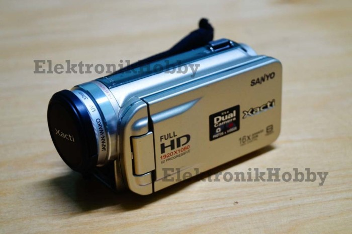 Sanyo VPC-FH1 Dual Camera Xacti Full 1080p HD Camcorder (Gold)