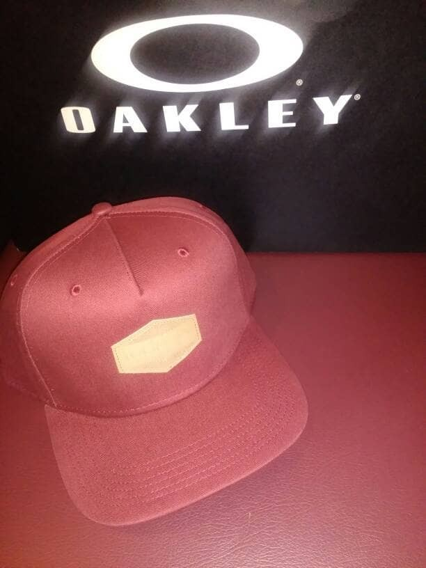 ... harga Super hot promo! topi oakley original 100% maroon solid logo  authentic Tokopedia. 7c3803c2c6