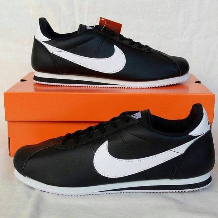 ... netherlands sepatu nike cortez sport kets sneaker pria wanita black  white murah a8eea 4e100 d4ceabc9a0