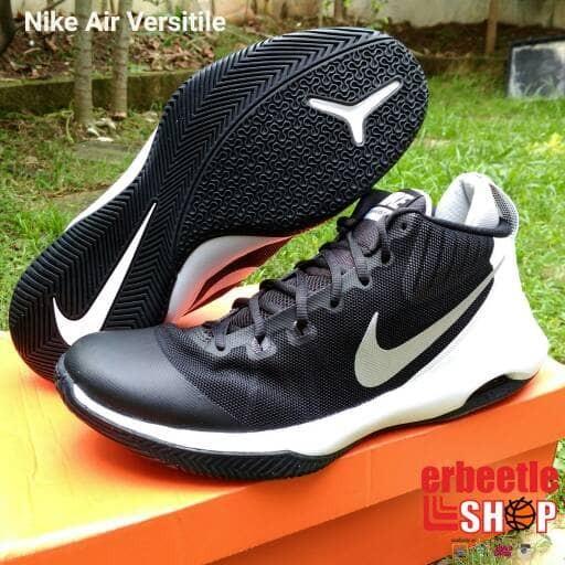 harga Sepatu basket nike air versitile black white ori 100% bnib  Tokopedia.com cbdaa8e8d7
