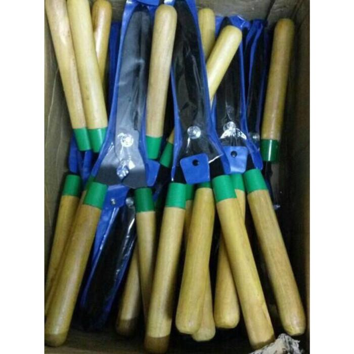 harga Gunting rumput gagang kayu/ alat berkebun gunting rumput Tokopedia.com