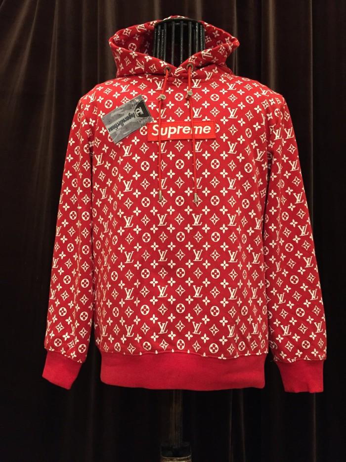 a38d3ee63c8a Jual Hoodie Supreme X LV Warna Merah dengan Tag Louis Vuiton - Kota ...