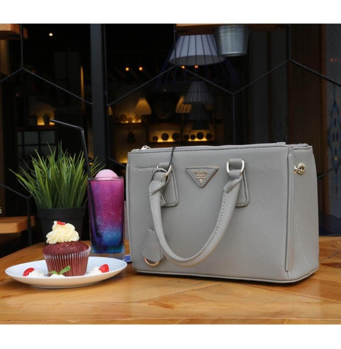 f4fe3a279ff9 Jual Prada Saffiano 2 zipper Super 25 cm Gray - Tas Branded Cewek ...