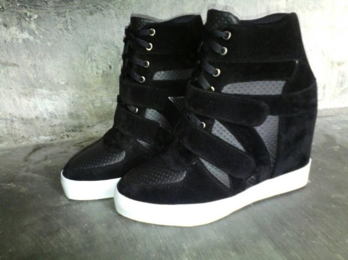 harga Sepatu wanita sneaker wedges boots heels kets hitam nike Tokopedia.com