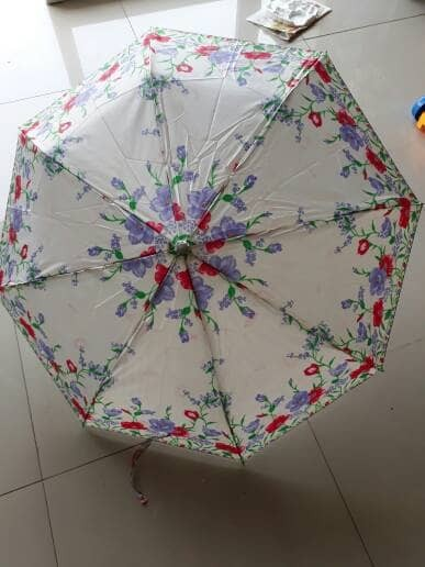 harga Payung otomatis lipat 3 warna putih motif rose Tokopedia.com