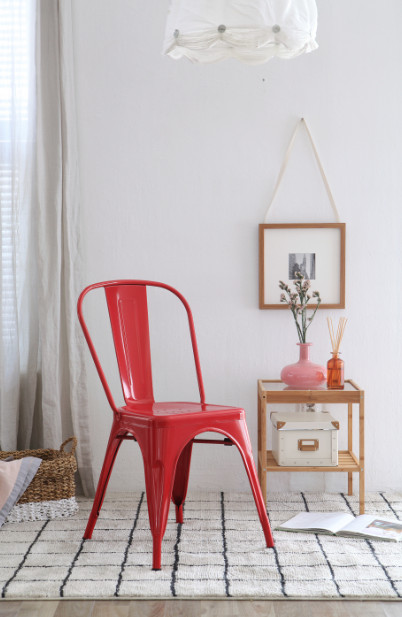 the olive house - kursi besi michael merah
