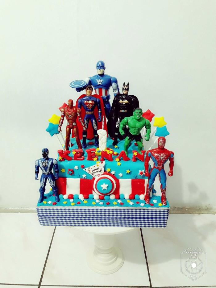 Jual Kue Ulang Tahun Captain America Super Hero Fondant Jakarta Timur Novlauwcake Tokopedia