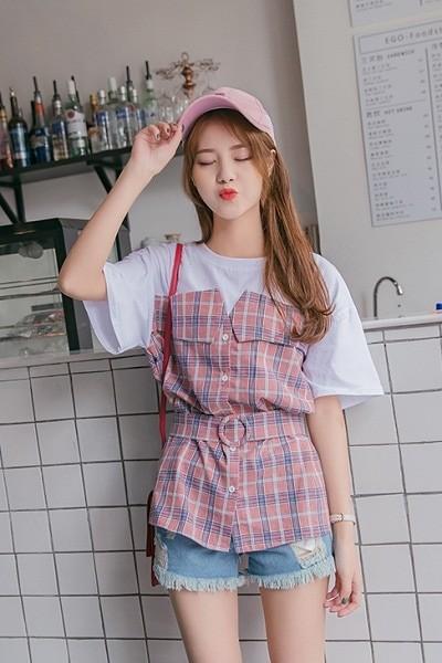 harga Atasan blouse korea unik import motif kotak Tokopedia.com