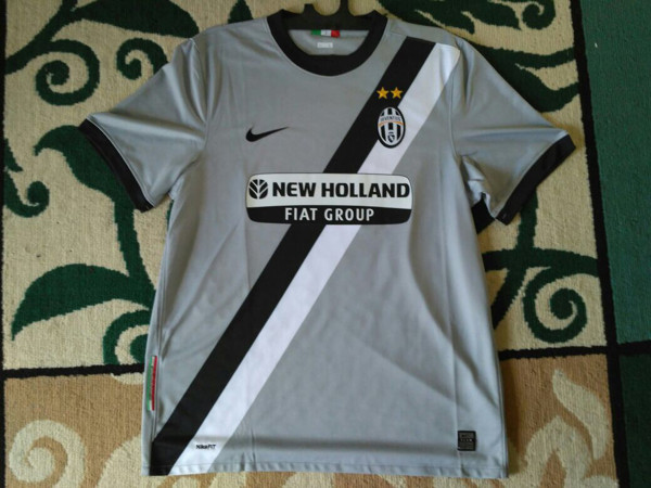 pretty nice e4c8c 10f18 Jual Jersey Juventus Away 2009/2010 Original - Kota Balikpapan - juve_shop    Tokopedia