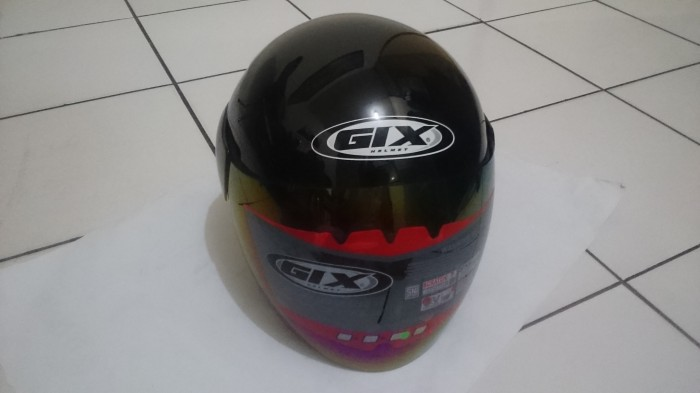 Helm gix lotus solid polos centro