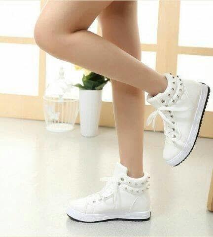 Katalog Sepatu Boot Wanita Tali Travelbon.com