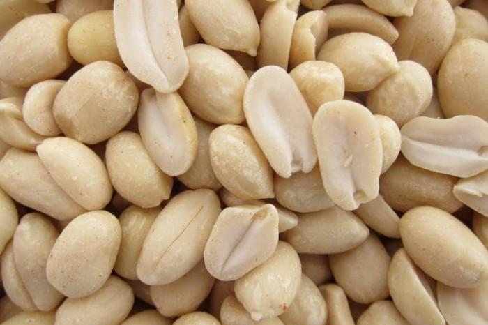 Kacang tanah kupas ari mentah snack camilan cemilan makanan sehat