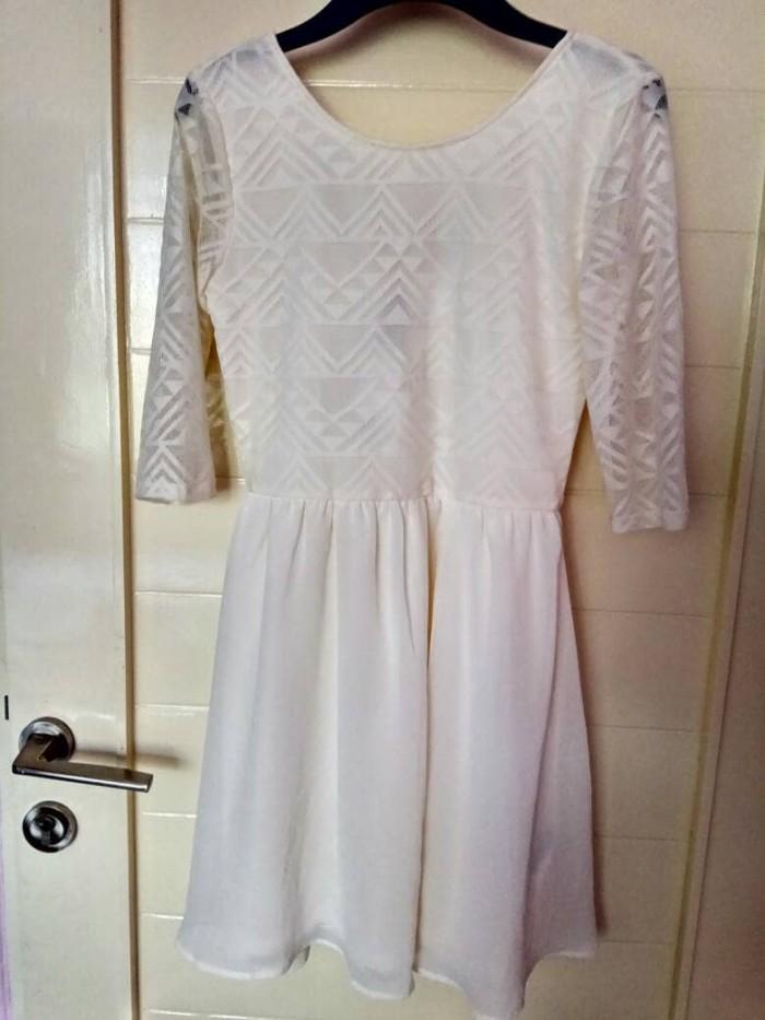 harga Blouse baju dress cantik putih brukat hnm original branded Tokopedia.com