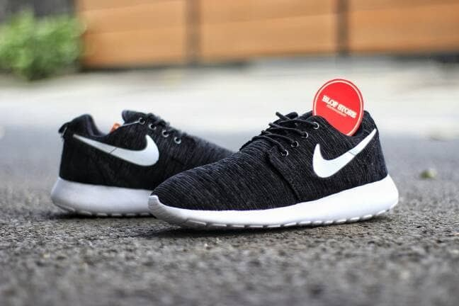 harga Sepatu nike roshe run rajut hitam putih impor vietnam Tokopedia.com