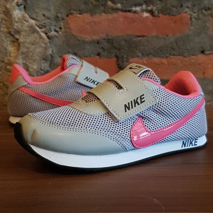 ... harga Sepatu anak anak kids sekolah sneaker nike abu pink nilon (kids  dewa Tokopedia. 6a9c011510
