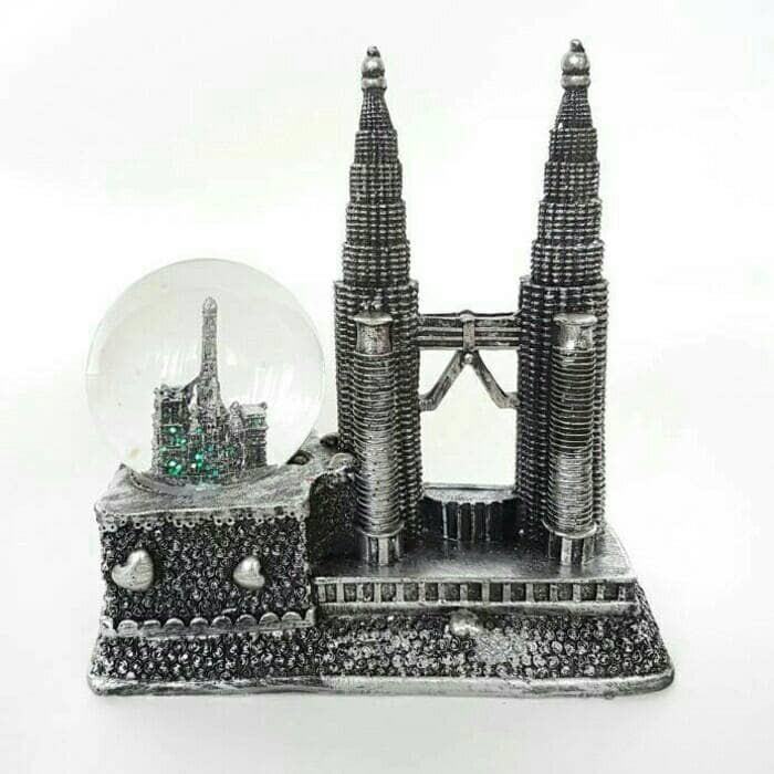 harga Hiasan rumah   hiasan meja pajangan bola kaca snow ball twin tower sil Tokopedia.com