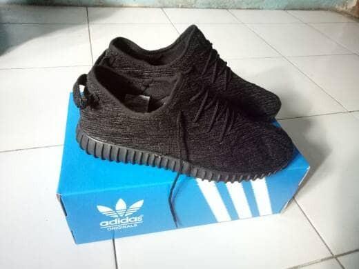 Jual SEPATU ADIDAS YEEZY BOOST HITAM POLOS - good shoes10  ae499a4e94