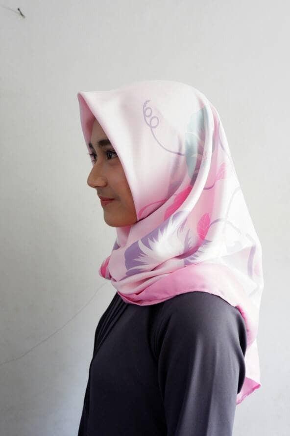 Kerudung hijab jilbab scarf segi empat maksmara maxmara motif bunga