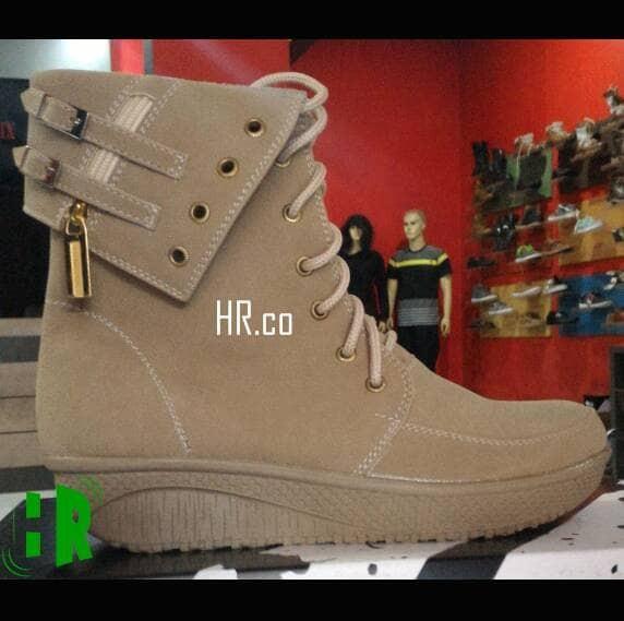 harga Sepatu boot cewek/casual santai/kasual keren/hangout gaya/boots wanita Tokopedia.com