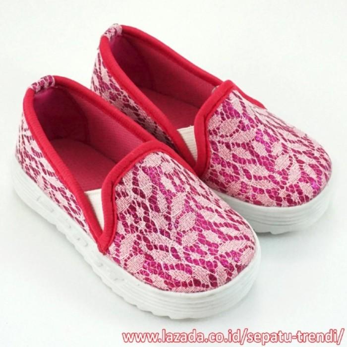 Sale TrendiShoes Sepatu Anak Perempuan Slip On Brokat Leaf -