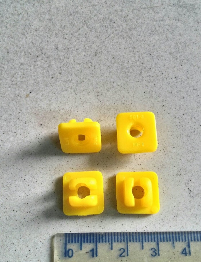 Foto Produk Dudukan baut Kuning mobil Universal - DBK01 dari DecoStore