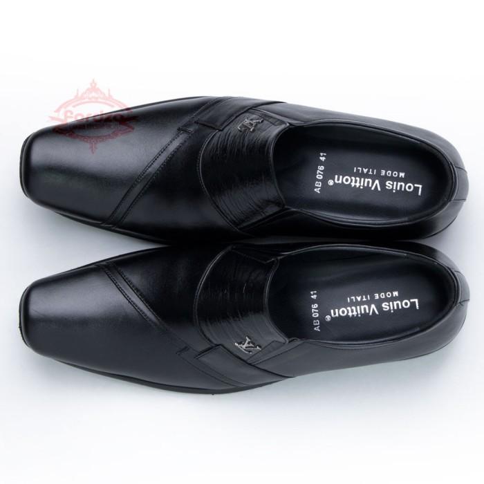 Sepatu Pria Pantofel Formal Sepatu Kerja Kulit Asli Model LV 076HT - Hitam f31334604b