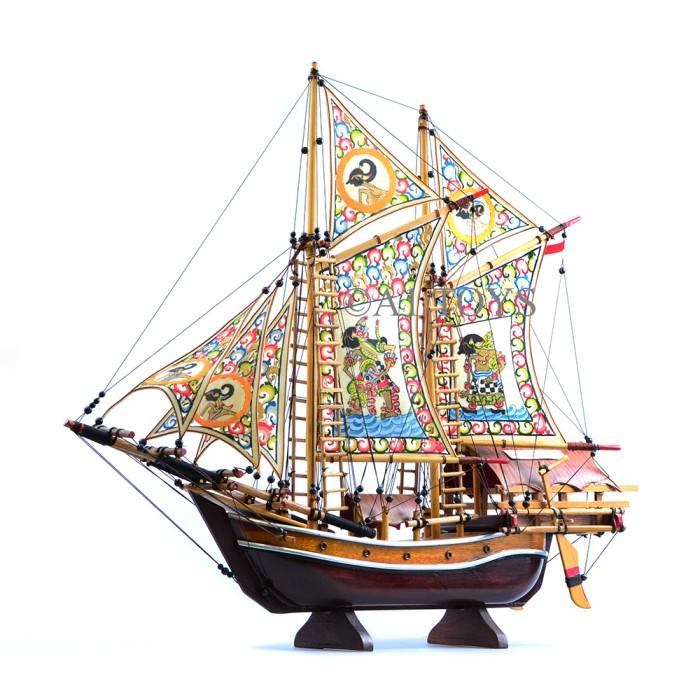 Miniatur kapal layar pinisi wayang 40 cm