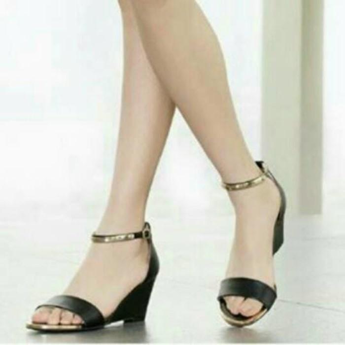 harga Sepatu wanita murah - sandal wedges hitam gelang tali gold Tokopedia.com