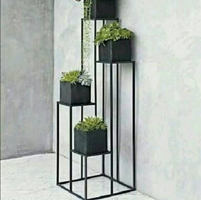 Rak minimalis untuk pot bunga teras balkon ruang tamu kamar dll