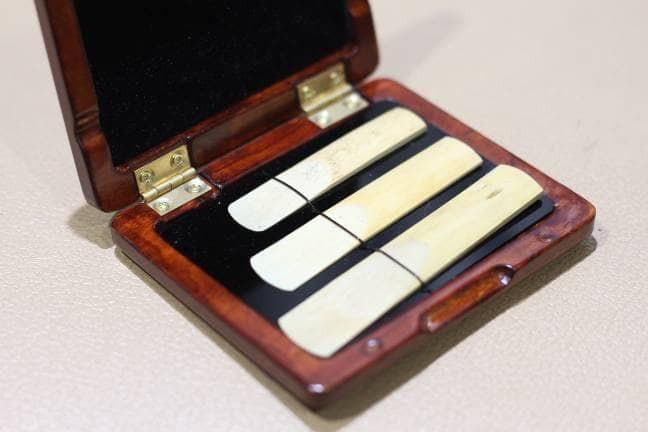 harga Reed case hardcase saxophone klarinet clarinet alto tenor soprano Tokopedia.com