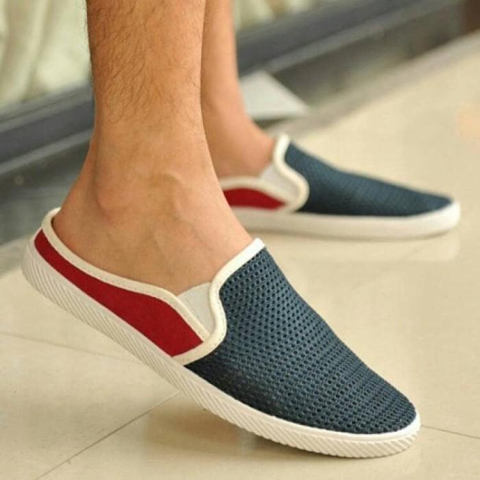 harga Sepatu sendal pria slip on santai trendy keren Tokopedia.com